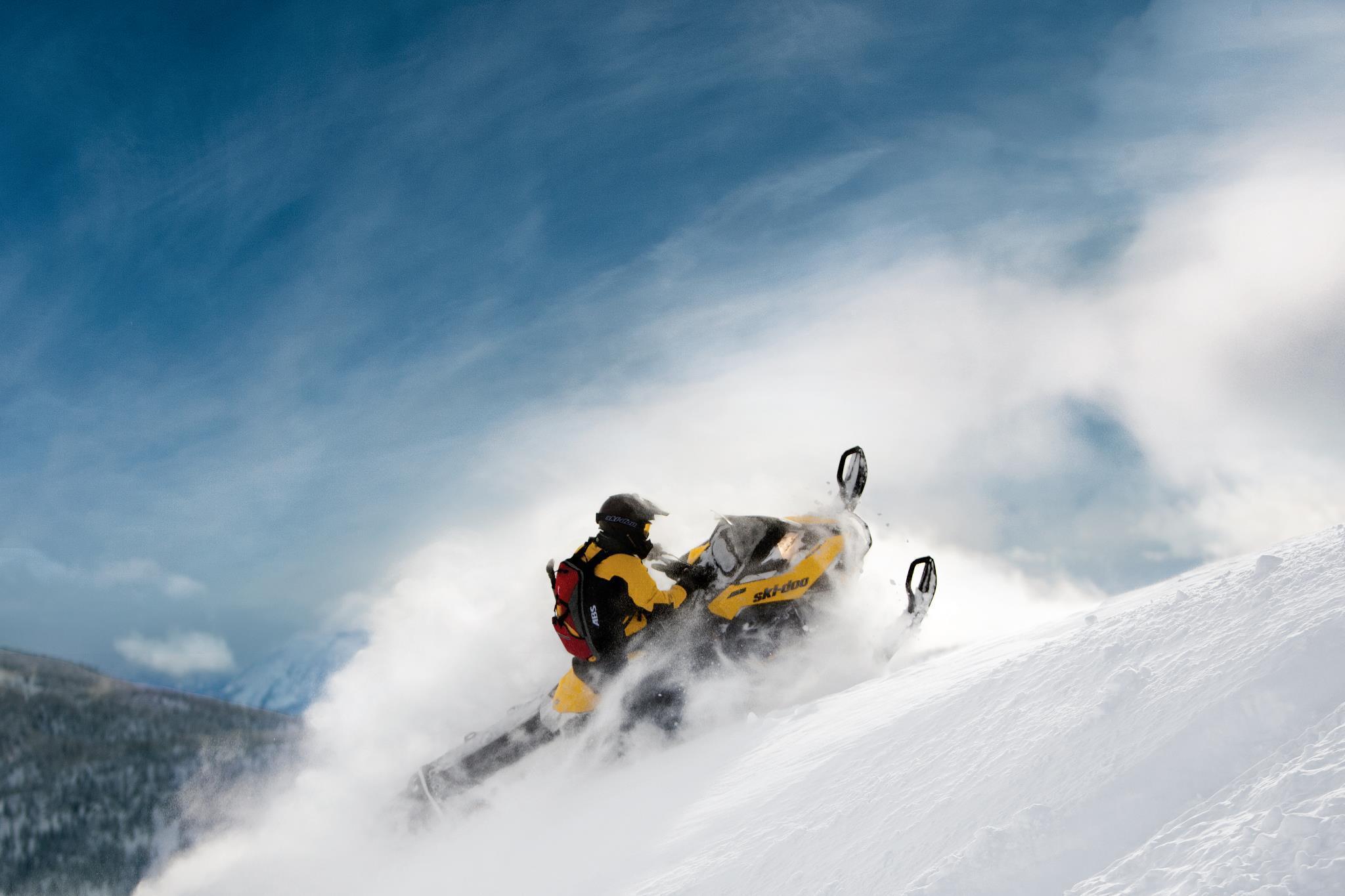 Как выбрать снаряжение и экипировку для езды на снегоходе в горах