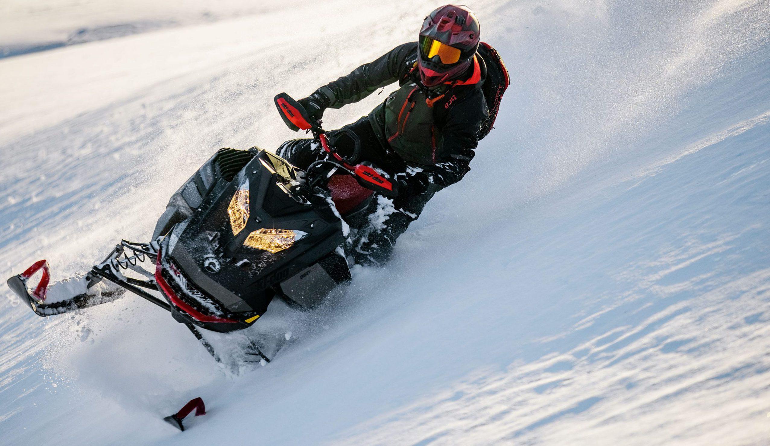 ТОП-3 лучших горных снегохода